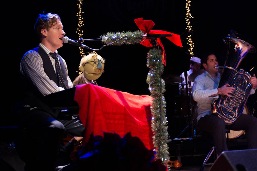 BLAIR_CRIMMINS_AND_THE_HOOKERS_VARIETY_PLAYHOUSE_DEC2013_CAPTAIN_CRAZY_web-6778