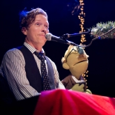BLAIR_CRIMMINS_AND_THE_HOOKERS_VARIETY_PLAYHOUSE_DEC2013_CAPTAIN_CRAZY_web-6773